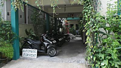 Phuket, Karon Beach, motos à louer