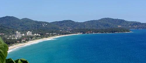 Karon Beach à 100 mètres de la Guesthouse Green Home située sur l'île de Phuket etb Thaïlande